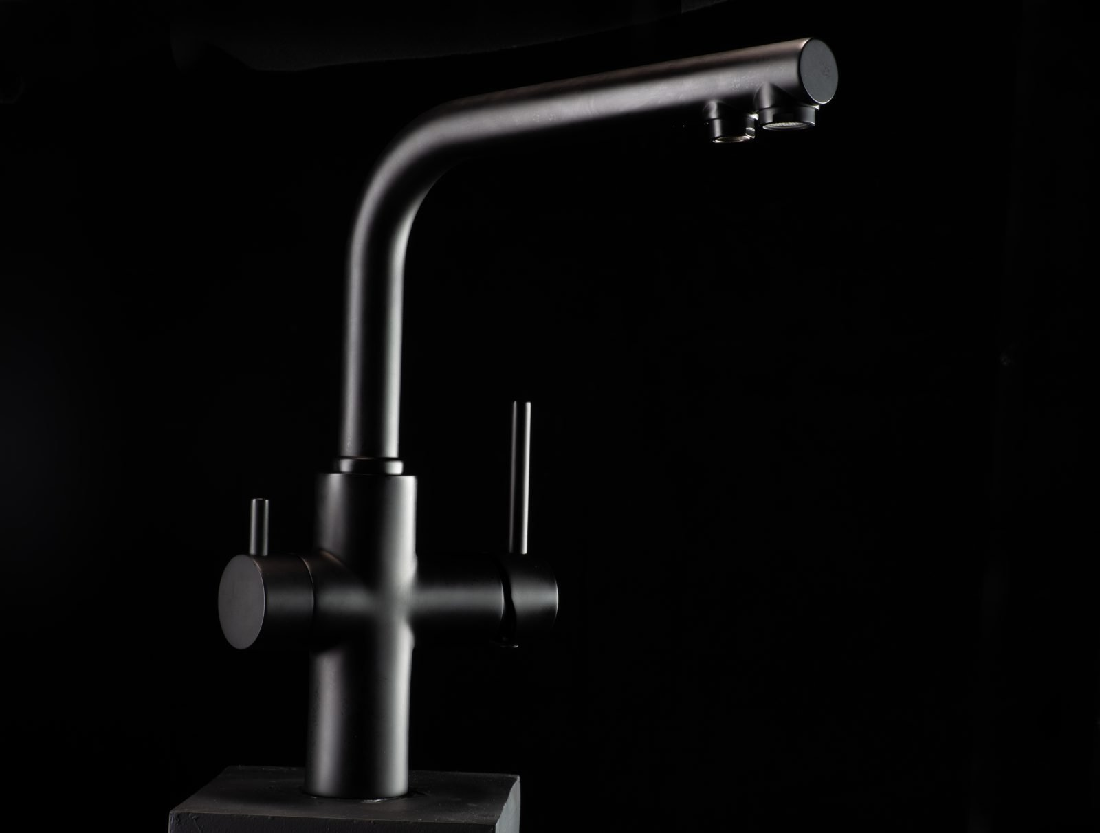 BP02 - Akwadott Black Dual function kitchen tap