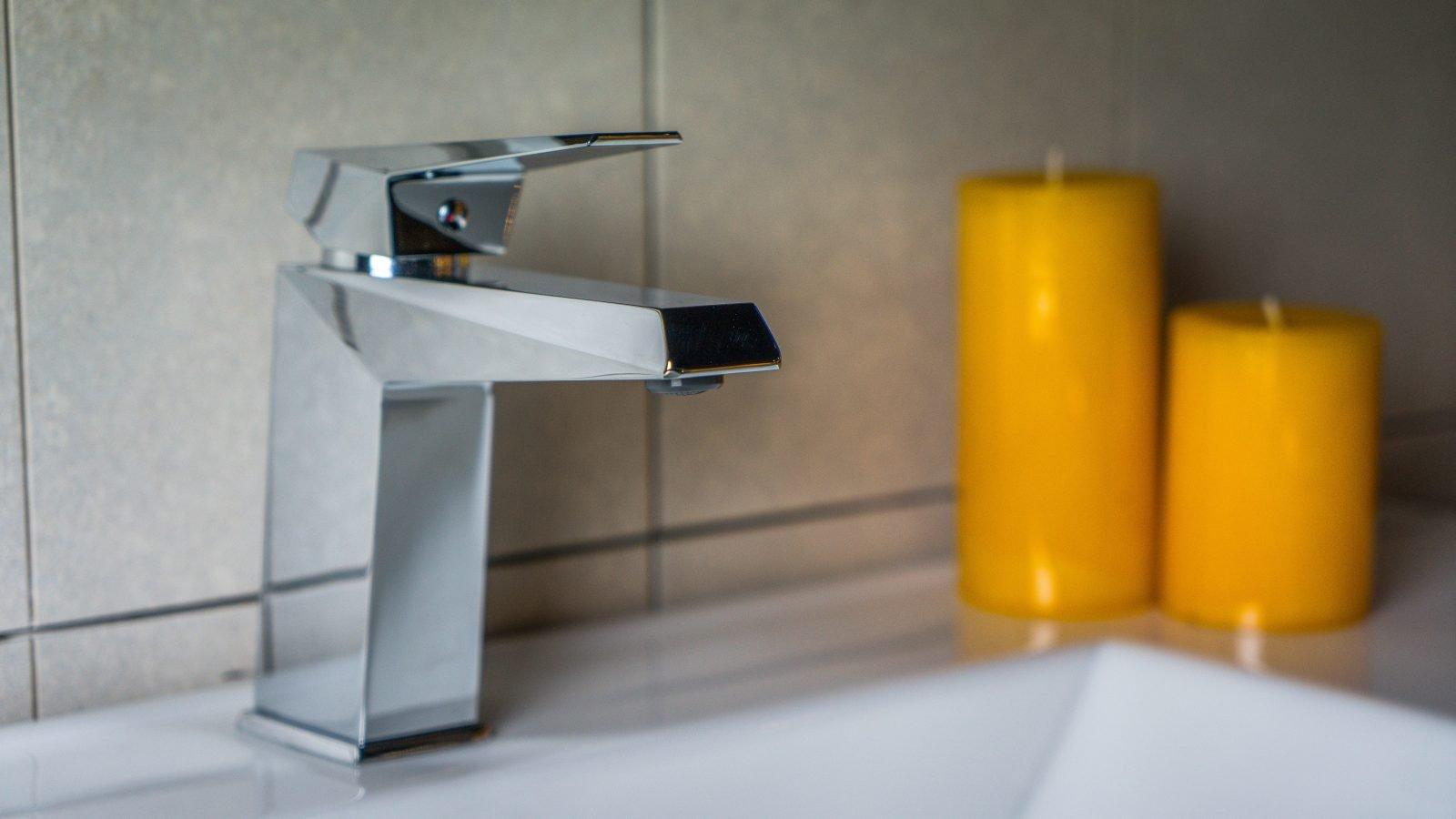 BP10 - Chambray wash hand basin tap