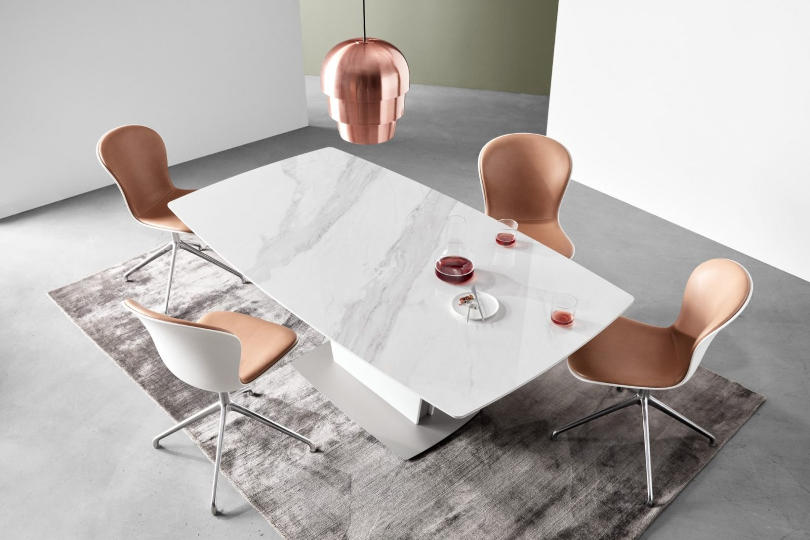 Dining furniture in marble looks and leather finishes